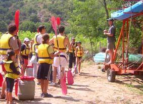 Briefing au départ de la descente en Canoë