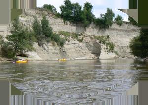 canoes prèts des falaises